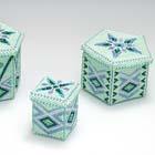 ビーズで編んだミントグリーンの箱
