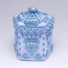 ビーズでできた五角形の青い箱
