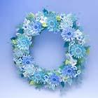 ビーズでできた青い花のリース