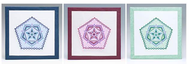 3色の五角形のビーズのドイリー(壁飾り)