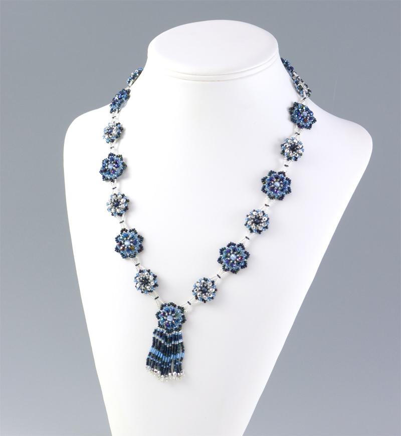 花模様のネックレス・ブルーアイリス