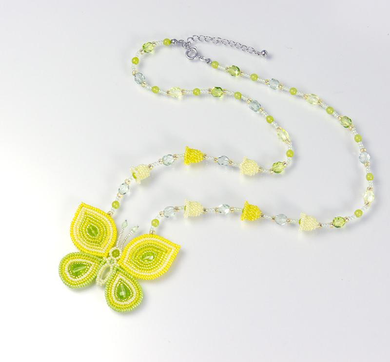 蝶とベルフラワーのネックレス:イエローグリーン