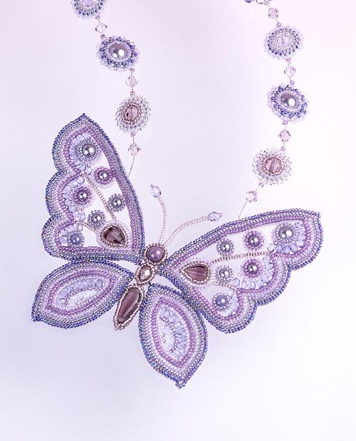 蝶のネックレスの詳細写真