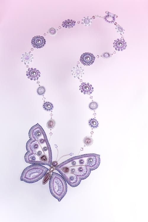 透かし模様の蝶のネックレス:パープル