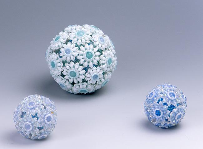 ビーズで出来たボール・雪の花 氷の花