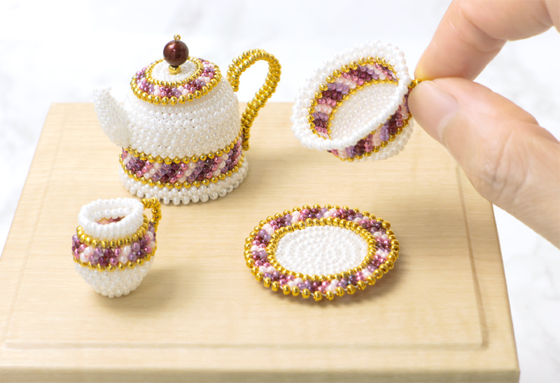 The diameter of the stripe beaded teacup is 3.0 cm.
