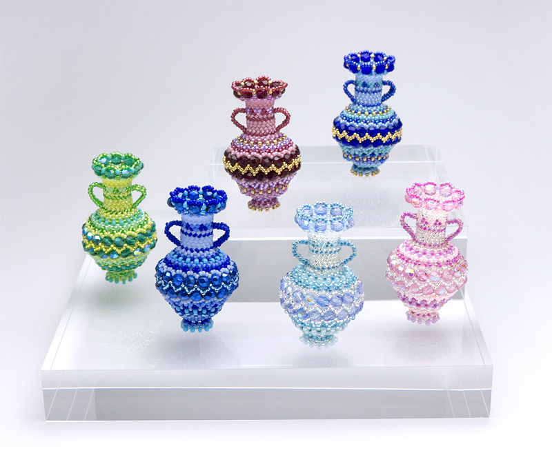 ジグザグ模様の両手付き飾り壷