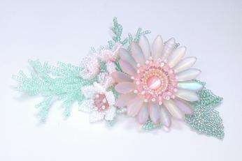 ビーズで作る花のコサージュの例・0801コサージュ・ピンク