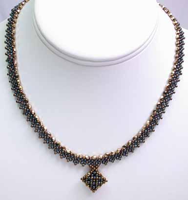 ダイヤモンドチェインステッチ(Diamond Chain)を応用したネックレス・ブロンズ&ブラック